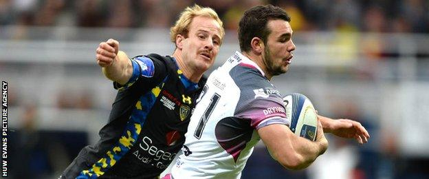 Tom Habberfield scores Ospreys' fourth try against Clermont