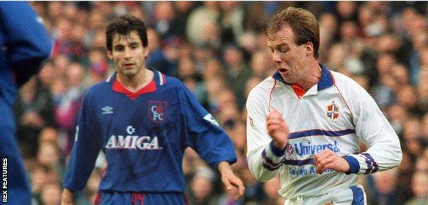 Kerry Dixon (right) playing for Luton against Chelsea in the 1994 FA Cup semi-final at Wembley