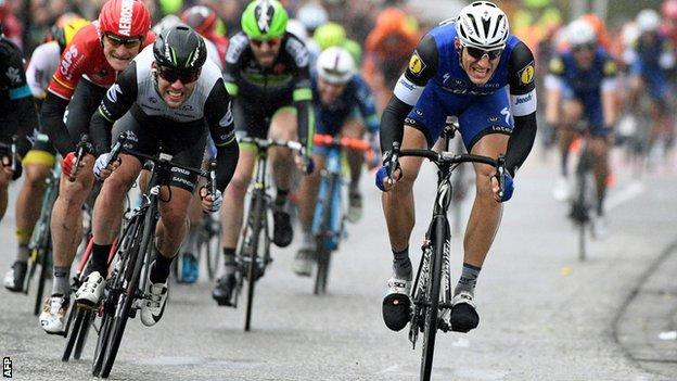 Marcel Kittel (right) wins ahead of Mark Cavendish