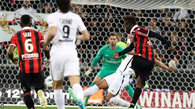 Mario Balotelli (right) has scored 14 goals in 21 Ligue 1 appearances for Nice