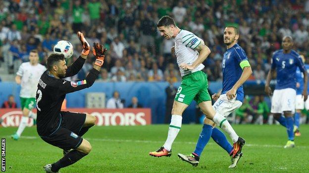 Robbie Brady scores for Republic of Ireland against Italy