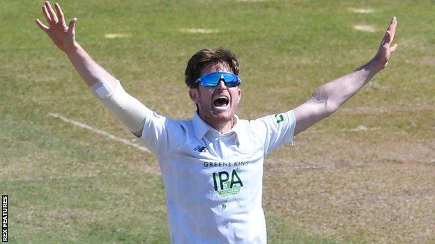 Liam Dawson appeals for a wicket
