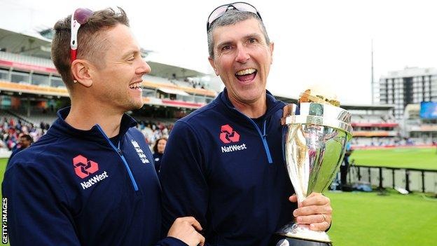 Mark Robinson (right) holds the Women's Cricket World Cup trophy