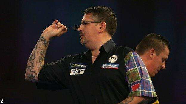 Gary Anderson in action against Dave Chisnall