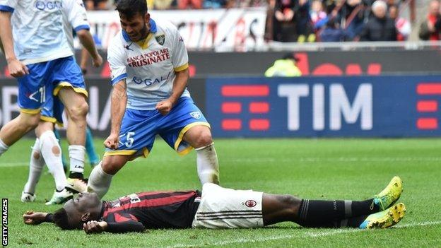 Frosinone's Mirko Gori appeared to enjoy Mario Balotelli's penalty miss