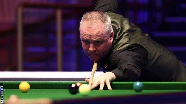 John Higgins was a frame away from elimination at the Scottish Open