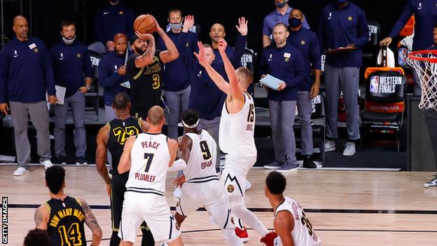 Anthony Davis shoots the winning three-pointer
