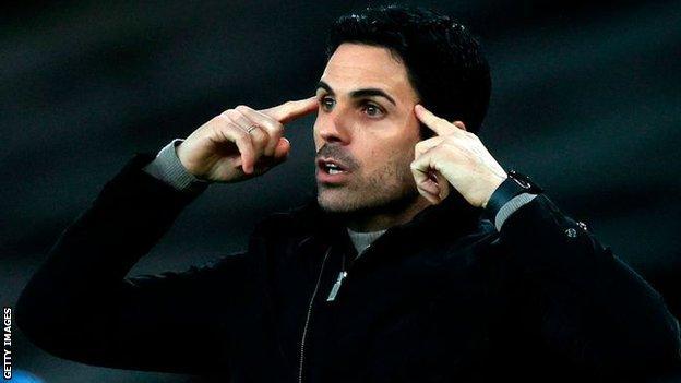 Arsenal patronu Mikel Arteta