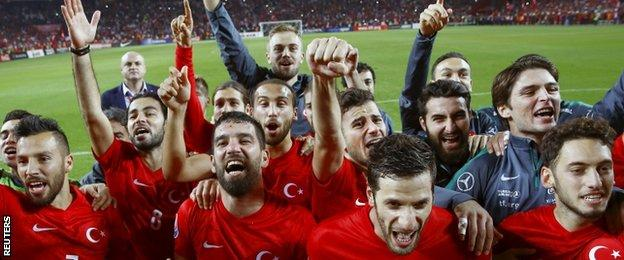 Turkey celebrate qualifying for Euro 2016