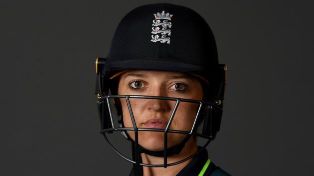 Sarah Taylor: England wicketkeeper retires from international duty thumbnail
