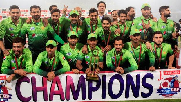 Pakistan with the T20 series trophy in Lahore