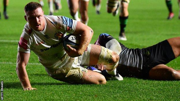 Sam Simmonds scores Exeter's first try at Harlequins