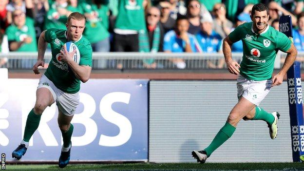 Keith Earls runs in his first try as Rob Kearney shows his delight