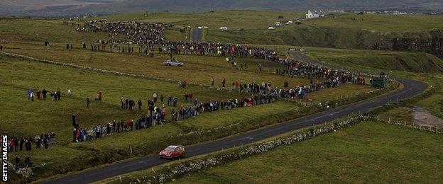 Les foules ont afflué pour voir le championnat du monde des rallyes à son arrivée en Irlande en 2007 et 2009