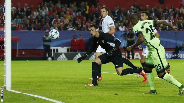 Fernandinho scores for Manchester City