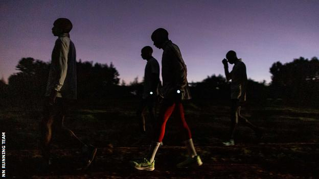 Kipchoge and other runners gather in the early morning half-light
