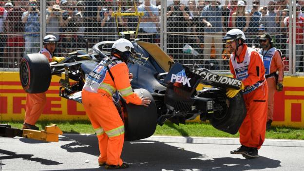 Kevin Magnussen crashes