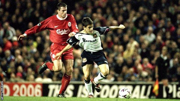 West Ham's Joe Cole tussles for the ball with Liverpool's Jamie Carragher