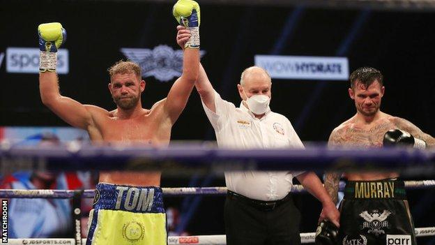 Saunders extended his professional record to 30-0