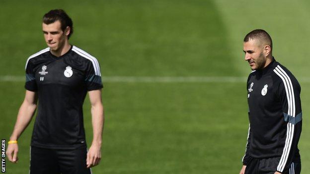 Real Madrid forwards Gareth Bale (left) and Karim Benzema
