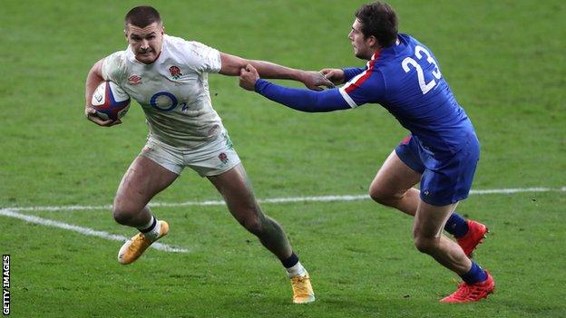 Henry Slade evades a tackle