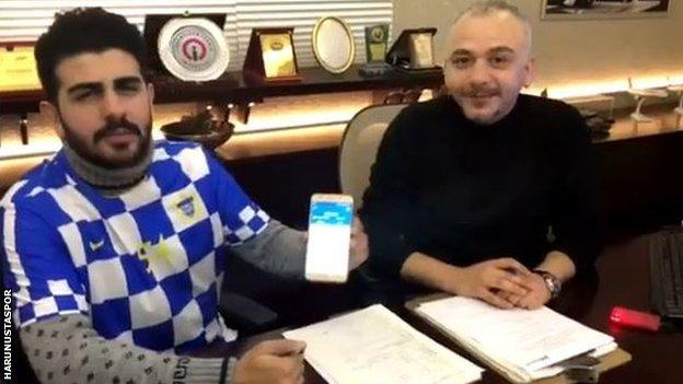 Omer Faruk Kıroglu (left) with club chairman Haldun Sehit