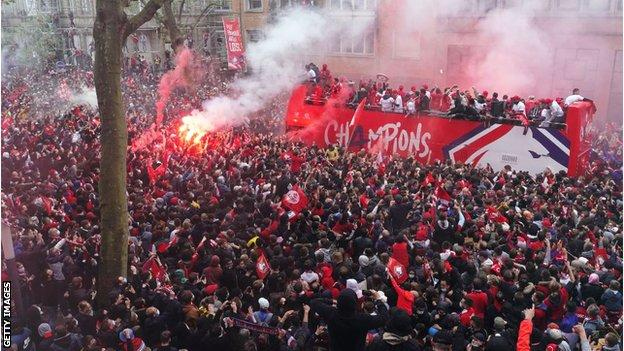 Lille bus parade