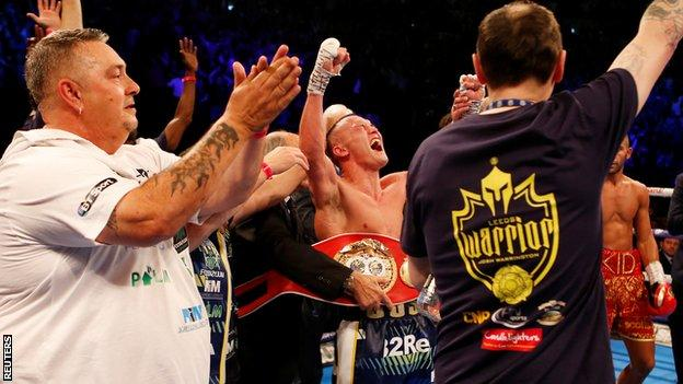 Warrington now hopes to chase other featherweight champions in US bouts
