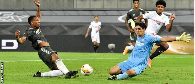 Yassine Bounou denies Anthony Martial