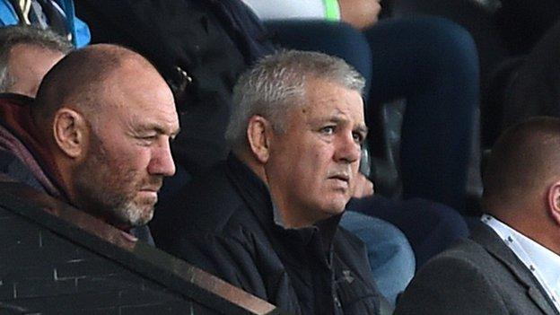 Warren Gatland (R) with Wales forwards coach Robin McBryde