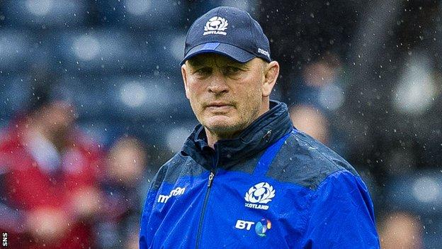 Vern Cotter oversees a Scotland pre-match warm-up