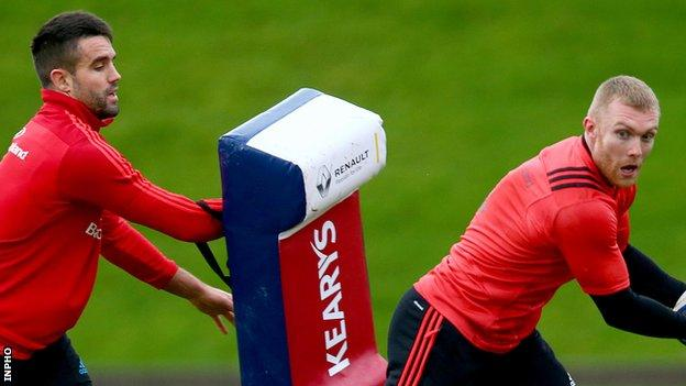 Conor Murray and Keith Earls have signed to stay with Munster until 2019