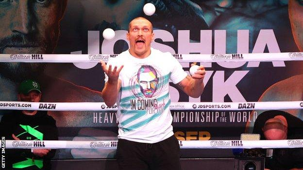 Oleksandr Usyk juggles in the ring