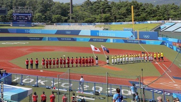 Tokyo Olympics: Japan beat Australia as softball gets delayed Games under way in Fukushima thumbnail