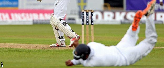Dimuth Karunaratne takes a catch to dismiss Alastair Cook