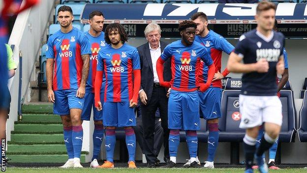Roy Hodgson (centre) and Crystal Palace players