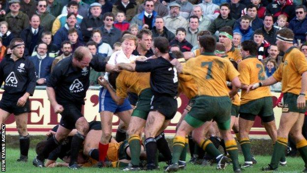 Neath and Australia players trade blows in 1992