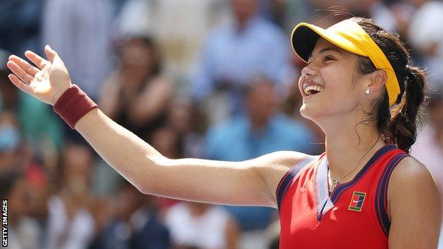 Emma Raducanu celebrates beating Belinda Bencic