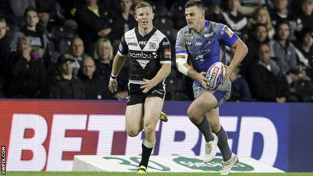 Wakefield's Joe Arundel (right) and Hull FC's Steve Michaels