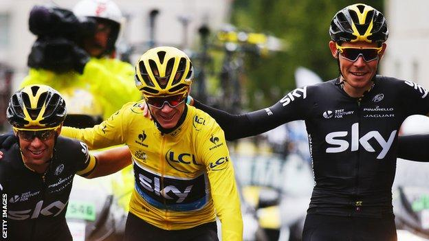 Luke Rowe (right) with Chris Froome (centre)