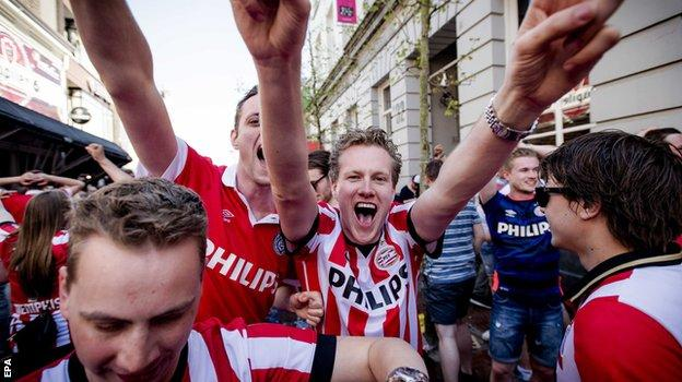 PSV Eindhoven fans celebrating