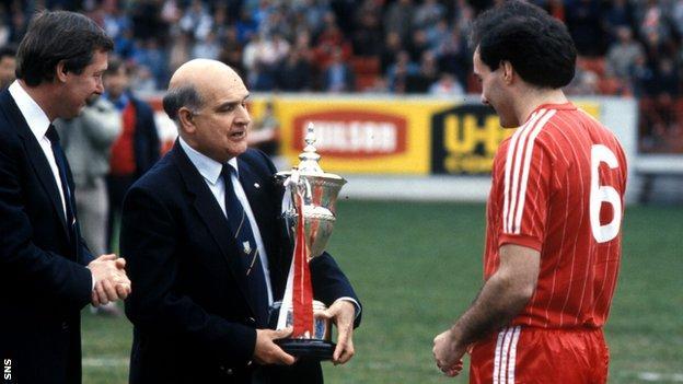 Alex Ferguson and Willie Miller receive the Scottish Premier Division trophy