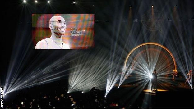 An on-screen tribute to Kobe Bryant during the Hall of Fame Enshrinement Ceremony