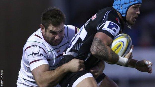Jebb Sinclair tackles Jack Nowell