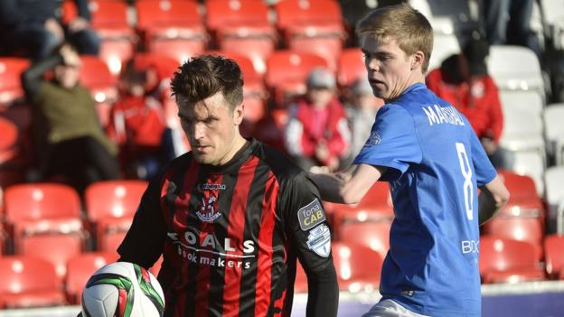 Diarmuid O'Carroll attempts to shield the ball from Rhys Marshall during Crusaders' 1-0 win over Glenavon at Seaview