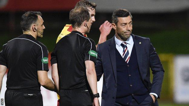 Pedro Caixinha shakes hands with the match officials
