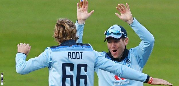 Eoin Morgan celebrates a wicket
