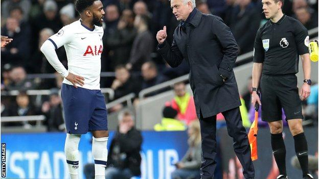 Jose Mourinho speaks to Danny Rose in a game against Liverpool