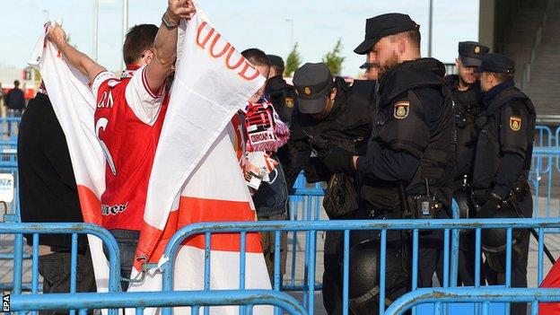 Arsenal fans being spoken to in Madrid by local police