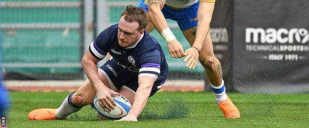 Stuart Hogg scores for Scotland